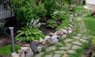 Бордюр для клумби з природних каменів