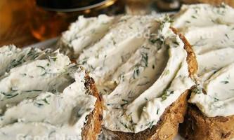 Бутерброди з сиром, зеленню і часником