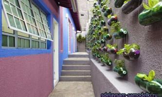 Квіткова стіна з пластикових пляшок
