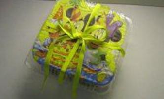 Декупаж упаковки для подарунка «міккі і його друзі»