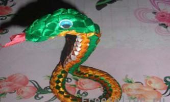 Робимо змію з атласних стрічок