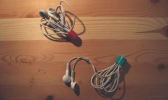 Зберігаємо навушники в кришці з під помади або бальзаму для губ