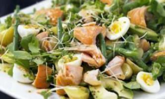 Вишуканий салат з перепелиними яйцями