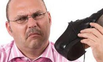 Як позбутися неприємного запаху взуття
