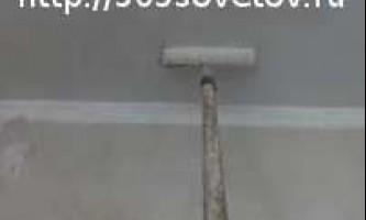 Як наклеїти шпалери на стелю