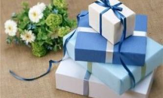 Як не розоритися на подарунках друзям?