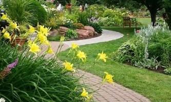 Як правильно зробити доріжку в саду