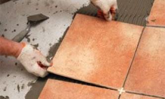 Як правильно укладати плитку на підлогу
