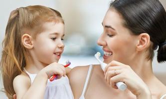 Як правильно вибрати електричну зубну щітку