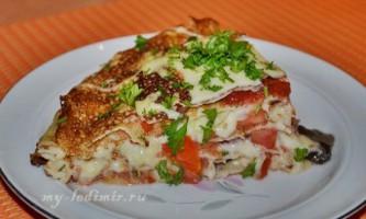 Як приготувати млинцевий торт з помідорами і грибами