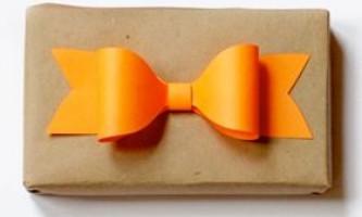 Як зробити бант з паперу для подарунка