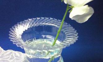 Як зробити вазу з пластикової пляшки