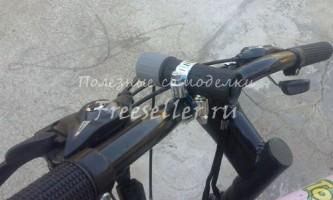 Як закріпити звичайний ліхтарик на велосипед