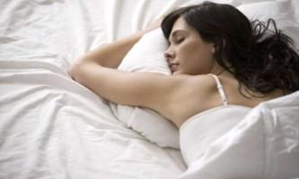 Які позиції для сну шкодять здоров`ю і красі?