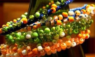 Красиві браслети з бісеру: плетіння для початківців