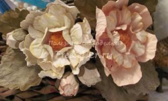 Красиві квіти з акварельного паперу