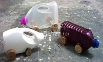 Машинки з пластикових пляшок