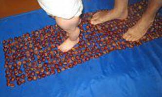 Масажний килимок для ніг з каштанів