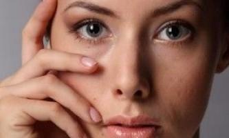 Методи боротьби з набряками очей