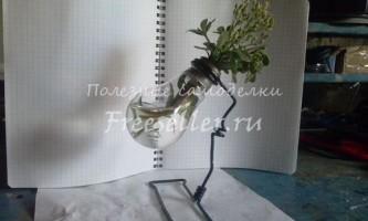 Міні-ваза зі згорілої лампочки