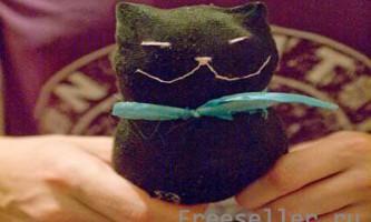 М`яка іграшка: чорний кіт своїми руками