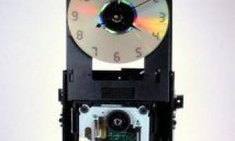 Настінний годинник з старого dvd приводу