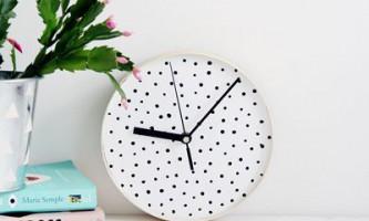 Настінні плямисті годинник