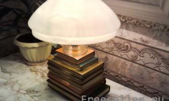 Настільний світильник: книжковий