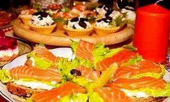 Новорічні бутерброди з червоною рибою