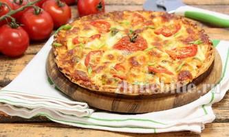 Піца з куркою, помідорами і сиром