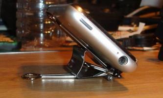 Підставка для телефону з затискачів для паперу