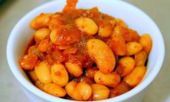 Православна кухня: квасоля з цибулею і томатами