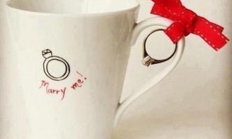 Пропозиція руки і серця «чашка і кільце»