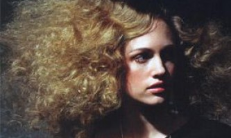 Зачіски, стрижки та укладки для кучерявого волосся
