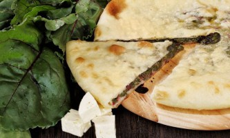 Простий рецепт осетинського пирога з сиром і буряковим листям