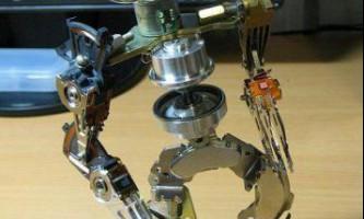 Робот із запчастин старого вінчестера