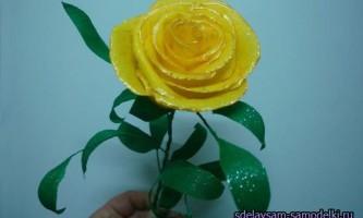 Роза з гофрованого паперу