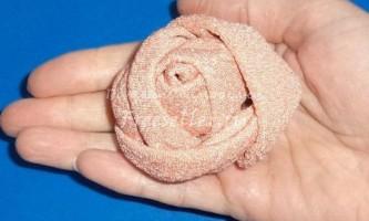 Троянди з атласної тканини