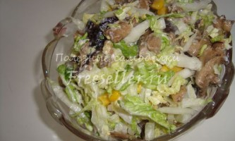 Салат з капусти з грибочками