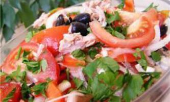 Салат з овочів і сиру