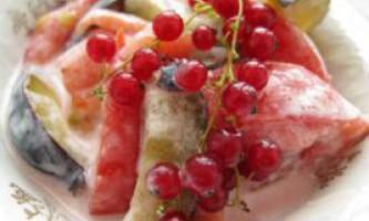 Салат з помідорів і злив