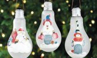 Саморобні ялинкові іграшки із згорілих лампочок