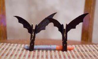 Саморобні летючі мишки з прищіпок