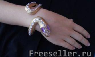 Саморобний браслет у вигляді змії