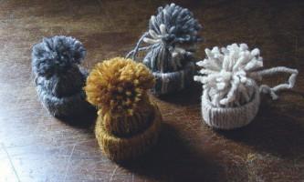 Славні шапочки з ниток для декору
