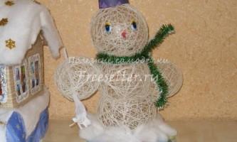 Сніговик з ниток