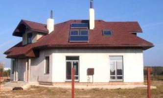 Сонячні колектори для нагріву води та опалення будинку