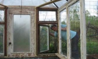 Теплиця своїми руками зі старих віконних рам