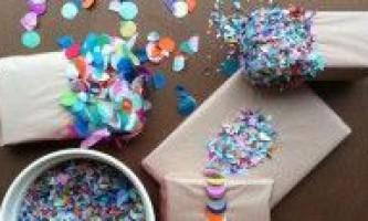 Прикрашаємо новорічний подарунок конфетті