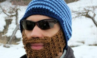 В`яжемо шапку з бородою спицями та гачком